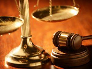 Семейная пара заплатит штраф за нападение на полицейских