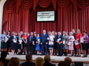 Губернатор поздравил муниципальных служащих Смоленщины с профессиональным праздником