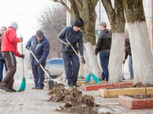 Мэр Смоленска отправил чиновников мести улицы