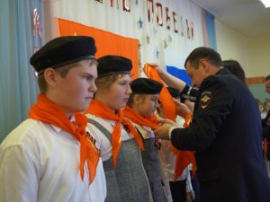 Полицейские посвятили смоленских школьников в «Юные гагаринцы»