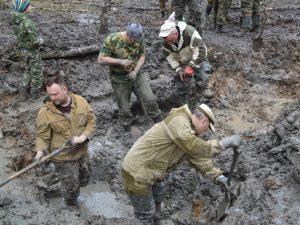 Смоленские атомщики подняли останки самолета времен Великой Отечественной войны