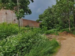 В Смоленске у крепостной стены продают землю под строительство гостиницы
