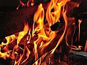 Пьяная 40-летняя смолянка сожгла чужой дом