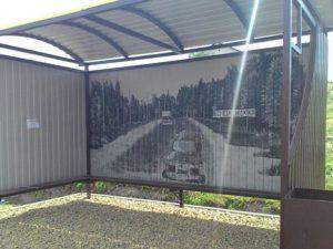 Остановочный павильон раскрасили в Рославле