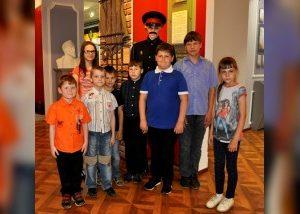 Воспитанники смоленского социально-реабилитационного центра посетили музей полиции