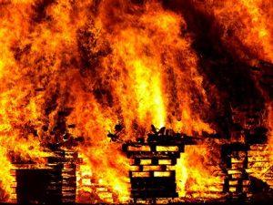 Житель Сафонова случайно спалил свою дачу и сам пострадал