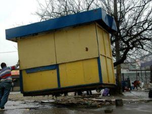 В Смоленске у «Шарма» снесут четыре ларька
