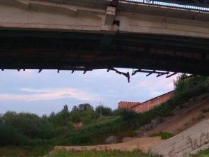 В Смоленске разрушается мост у крепостной стены