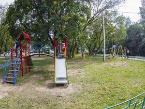 В сквере возле самолета на улице Багратиона обновили детскую игровую площадку