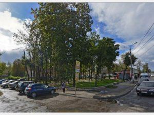 В сети опубликовали видео ДТП на площади Желябова, в результате которого машина сбила людей на остановке