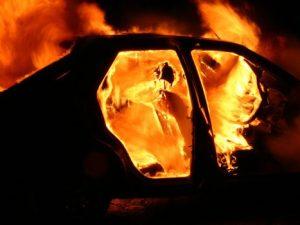 Пожар в Вязьме: огнеборцы тушили иномарку