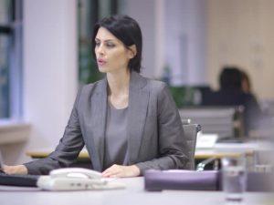 Смоленскую чиновницу обокрали на рабочем месте