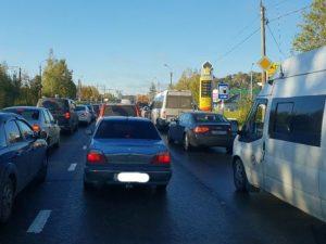 Заморозки и гололед привели к массовым дорожным авариям и заторам в Смоленске
