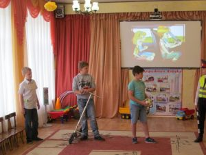 Смоленские «Юные пешеходы» вместе с полицейскими рассказывают о ПДД в детских садах