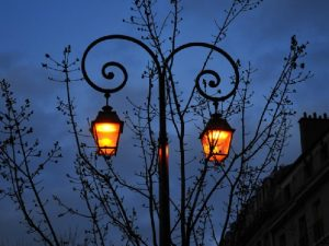 Смолянам пообещали, что фонари на улицах будут включаться раньше