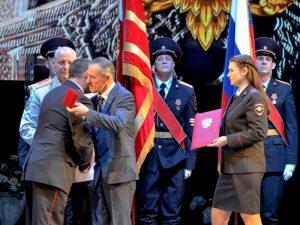 В Смоленске майор полиции Александр Новиков удостоился почётного знака «Работайте, братья»