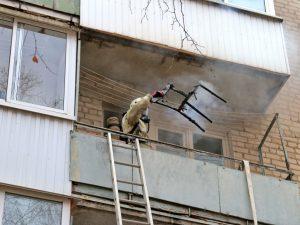 В Смоленске соседи спасли из горящей квартиры 79-летнюю женщину