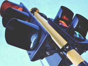 Новый светофор заработал на улице Шевченко в Смоленске