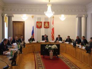 Алексей Островский поручил расширить перечень электронных госуслуг для смоленского бизнеса