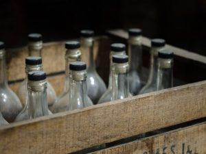 Смолянина подозревают в подделывании элитного алкоголя на дому