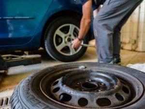 Сотрудника автосервиса в Смоленске подозревают в угоне автомобиля клиентки