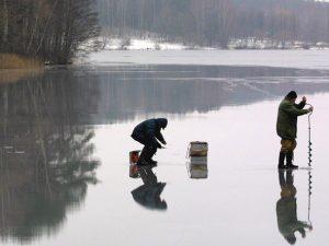 Инспекторы ГИМС вышли в рейд против бесстрашных смоленских рыбаков