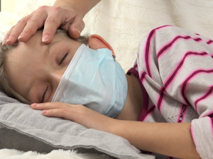 В Смоленске все больше малышей болеют гриппом и ОРВИ