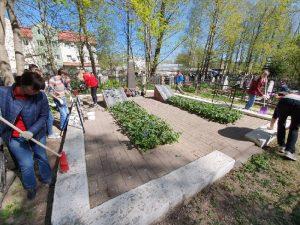 Смоленские волонтеры МТС сохраняют памятники Победы