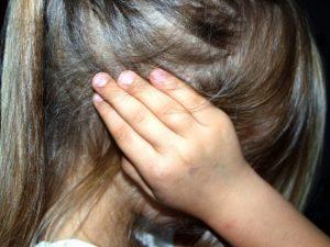 Смолянку подозревают в жестоком обращеним со своими детьми