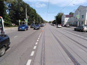 Водитель покалечился в ДТП со стоящей машиной под Смоленском
