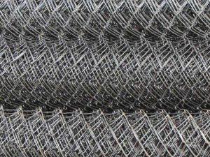 Металлическая сетка в рулонах: незаменимый помощник в строительстве и ландшафтном дизайне