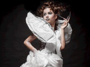 Смоленская школьница в платье «из мусора» победила во всероссийском флешмобе