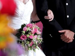 В Смоленске стали чаще жениться