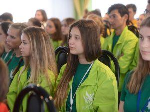 Участники II Межнациональных патриотических сборов молодёжи «Кривичи» встретились с Алексеем Островским