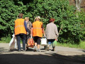 За штраф в 1000 рублей смолянка будет убирать улицы и остановки