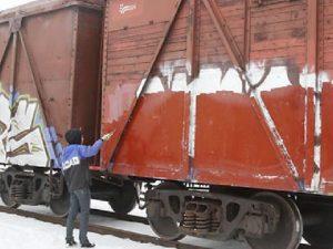 Двое смолян получили реальные сроки за граффити на поездах