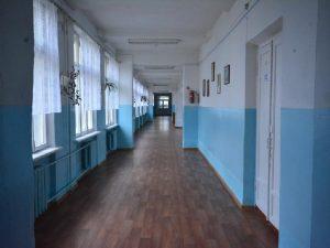 57-летний смолянин в школе устроил разборки с майором полиции