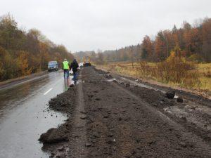 Смоленские активисты ОНФ выявили недостатки в ремонте дороги под Вязьмой