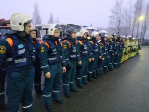 Под Смоленском на трассе М-1 прошли масштабные учения сотрудников МЧС