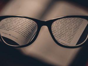 Мужчина в очках-хамелеонах пропал без вести в Смоленске
