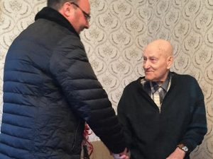 Смоленские единороссы поздравили пенсионера с 92-летием