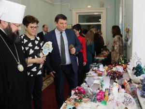 В Смоленской областной Думе прошла благотворительная выставка «От сердца к сердцу»