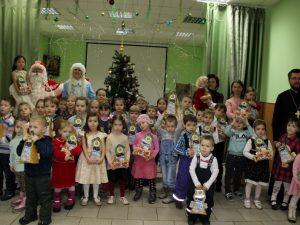 В смоленском храме Святых Новомучеников провели рождественский праздник для малышей