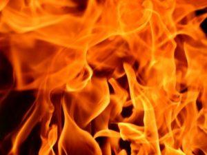 В пожаре на улице Крупской в Смоленске пострадал человек