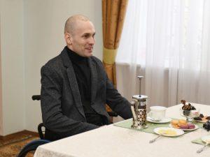 Спортсмену-колясочнику предложили должность в администрации Смоленской области