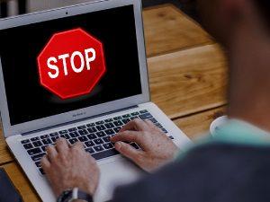 Смоленская прокуратура «прикрыла» сайт с информацией об обналичивании денег