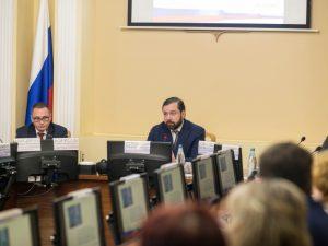 Алексей Островский провел совещание с руководителями образовательных организаций Смоленска