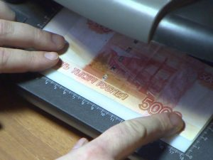 В Гагарине за сутки изъяты две поддельные пятитысячные купюры