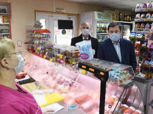 Алексей Островский проинспектировал продовольственный магазин в Смоленске
