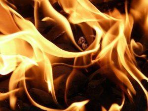 Торговый киоск горел на улице Рыленкова в Смоленске